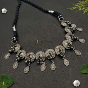 black-polish-choker-necklace