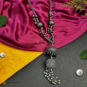 long-chain-black-polish-necklace