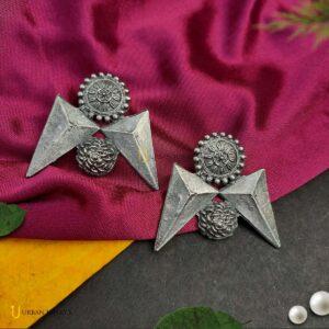 antique-style-blackpolish-earrings