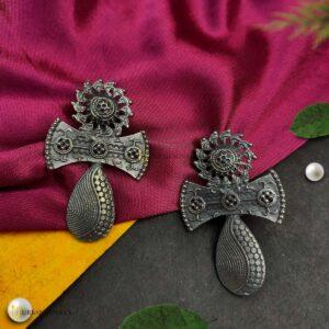 black-tone-metal-earrings