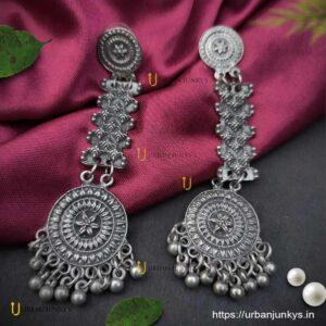 black-polish-round-long-earrings