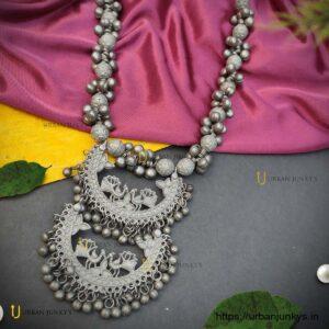 black-polish-long necklace