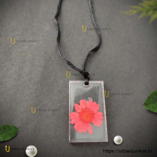 resin-flower-pendant